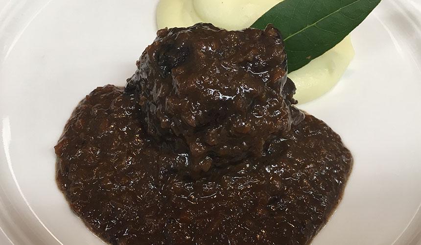 >イノシシの煮込み・鹿のローストなどコースのメイン料理