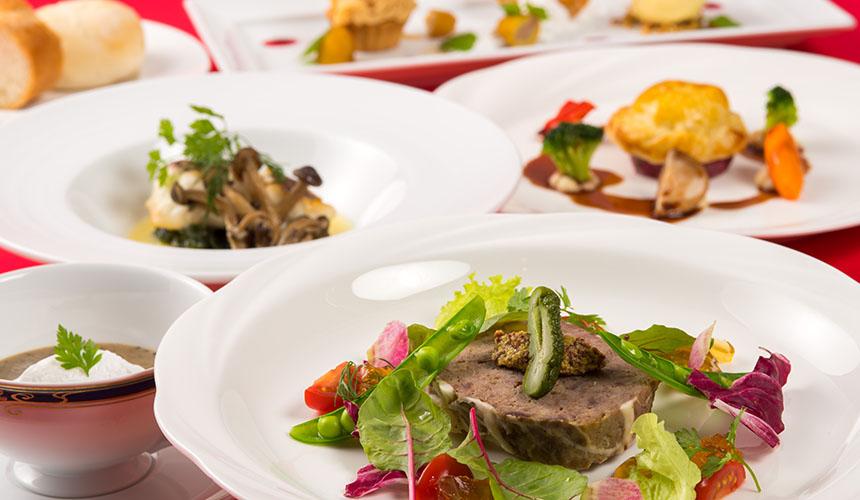 >鹿肉とフォアグラのパイ包み赤ワインソース(フレンチコース料理)